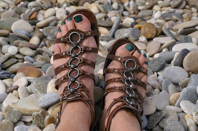 Proč se oprostit od sandálů v ponožkách