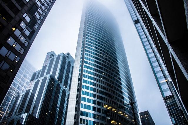 vysoké budovy, moderní prosklené několik vedle sebe